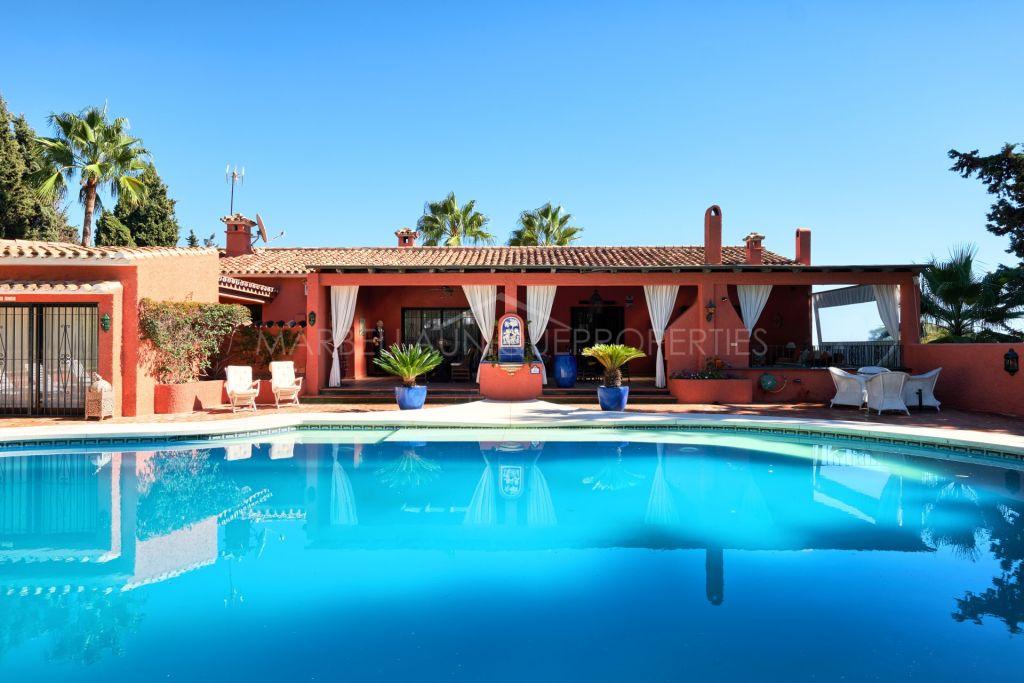 Una propiedad excepcional con un gran potencial en la Milla de Oro, Marbella.