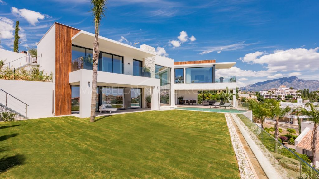 A brand new 6 bedroom contemporary villa with stunning views from panoramic windows in La Alquería, Benahavis