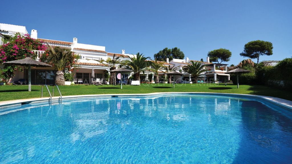 Townhouse for sale in a paradisiacal complex located on the beaches of Marbella East