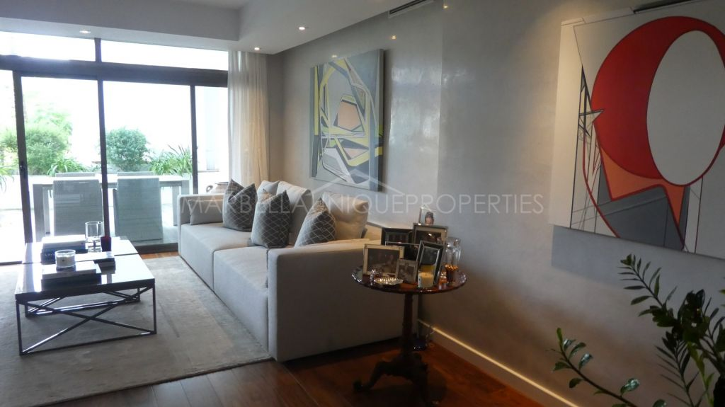 Elegantly refurbished 2 bedroom apartment in Alcazaba, Puerto Banús
