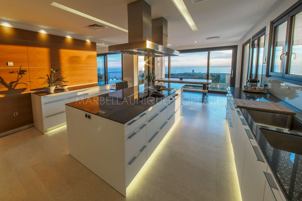 Newly built designer villa with stunning panoramic sea views in Altos de los Monteros