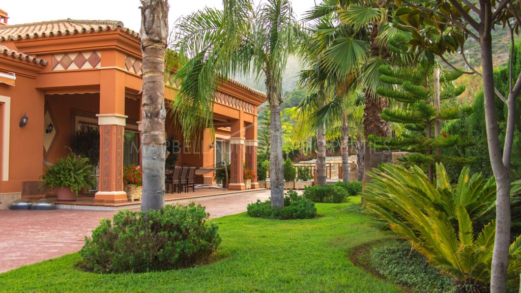 A magnificient traditional Andalusian villa located in Sierra Blanca with amazing mountain views