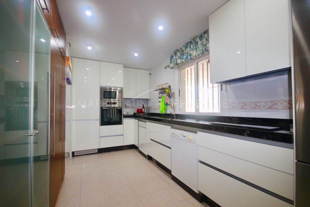 Frontline golf 3 bedroom penthouse in Campos de Guadalmina, Guadalmina Alta