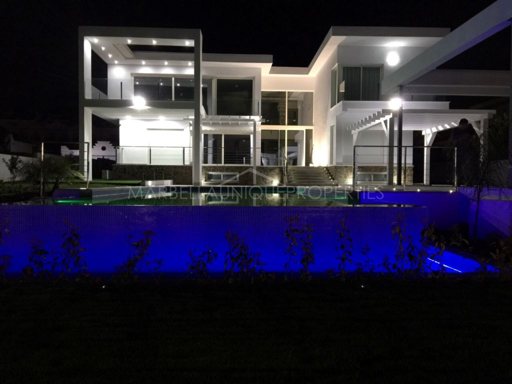 A modern 6 bedroom villa in Aloha, Nueva Andalucía