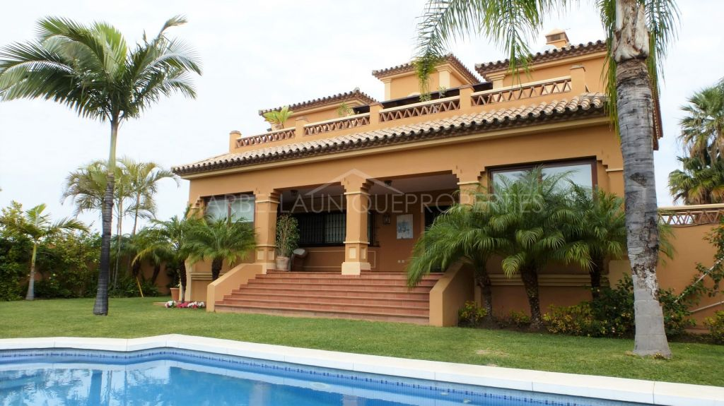 A traditional quality villa beachside in Cortijo Blanco, San Pedro