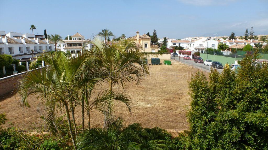 A large plot beachside in Cortijo Blanco, San Pedro