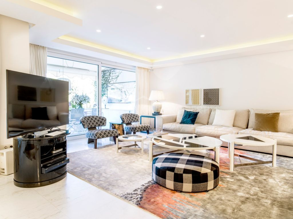 A unique 4 bedroom beachside corner apartment in Marbella town centre