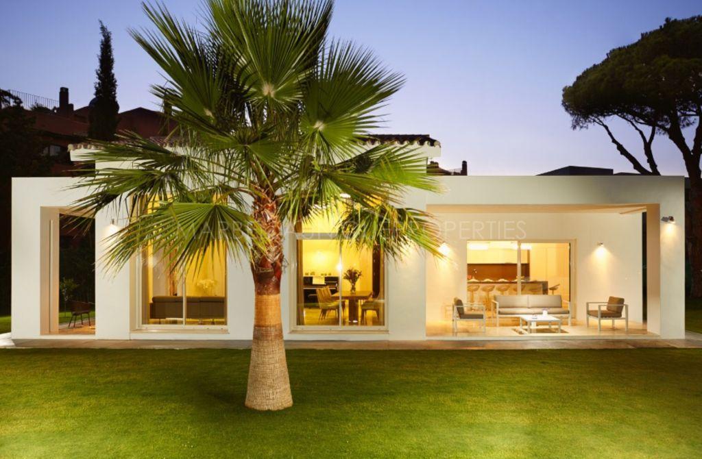 Una villa esplendida contemporánea lado playa en Casasola