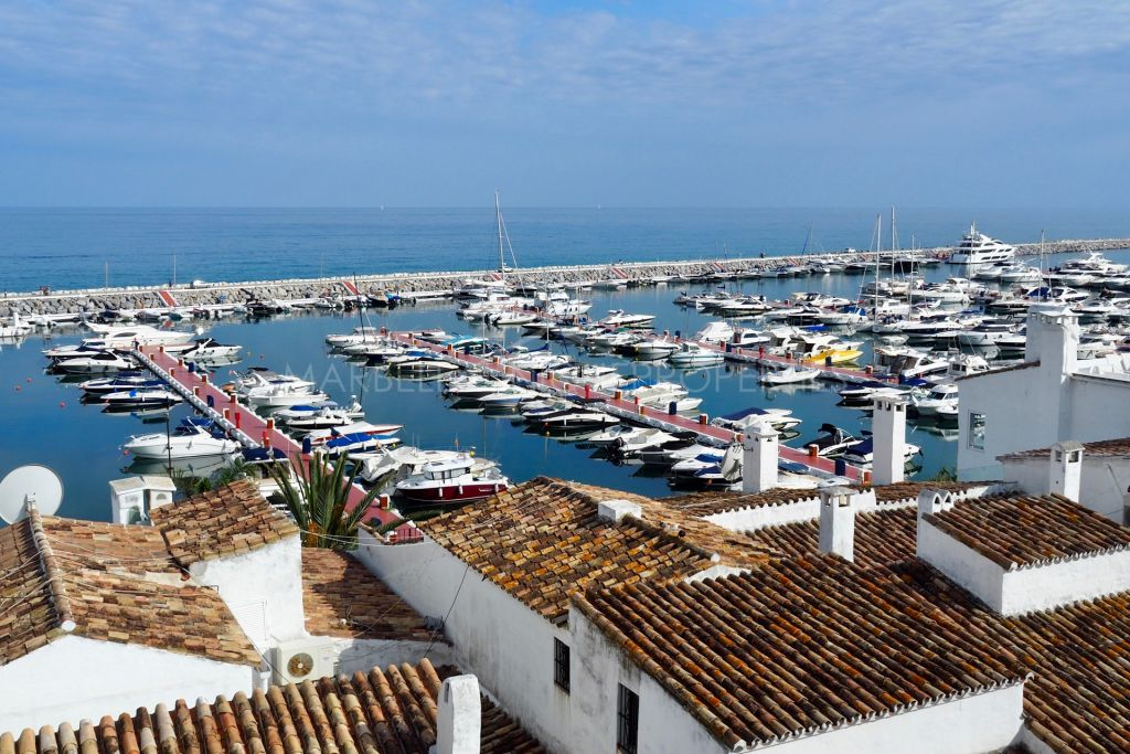 A marvellous refurbished apartment in Puerto Banus Marina