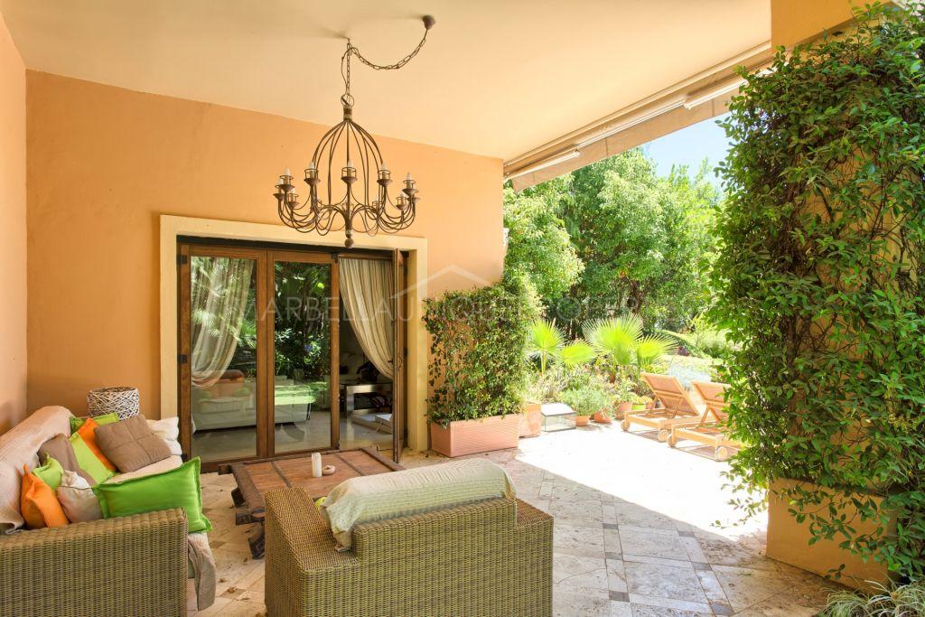 An elegant quality villa in Altos de Puente Romano