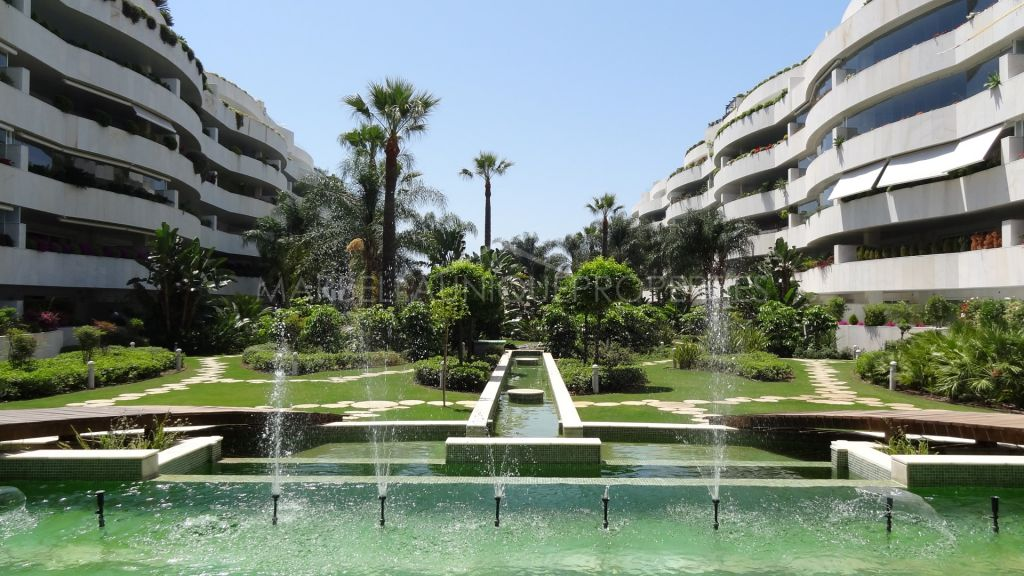 An elegant 2 bedroom beachside apartment in El Embrujo Banus