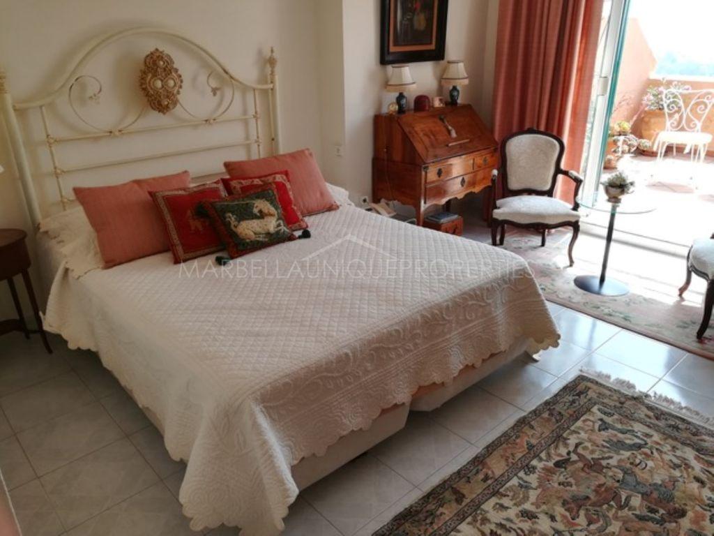 An elegant duplex penthouse in Los Belvederes, Nueva Andalucía