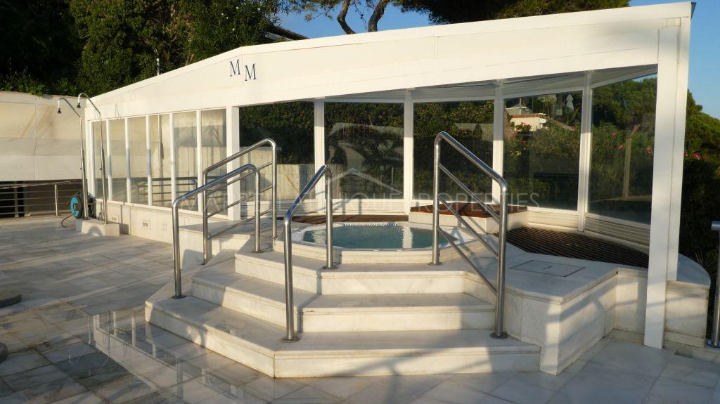 Luxury 2 bedroom apartment in Marina Mariola, frontline beach Marbella town