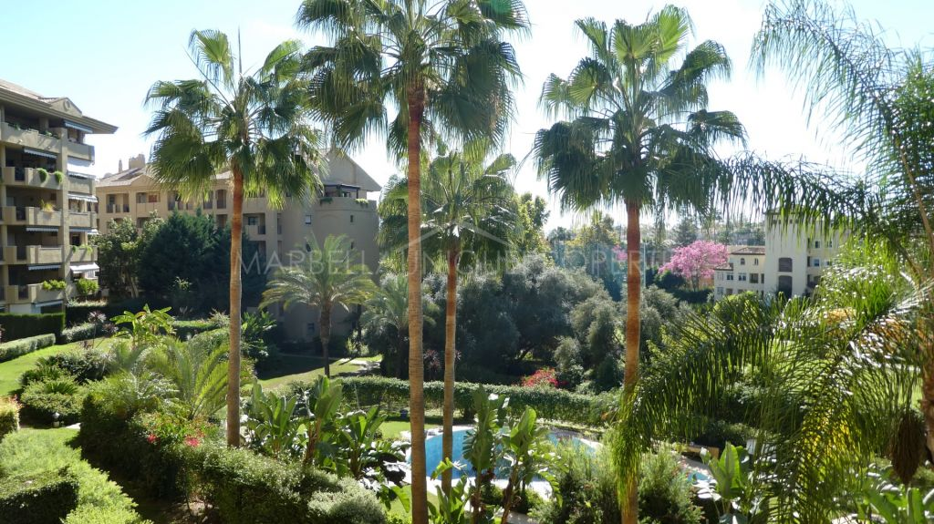 Immaculate frontline golf apartment in Guadalmina Alta