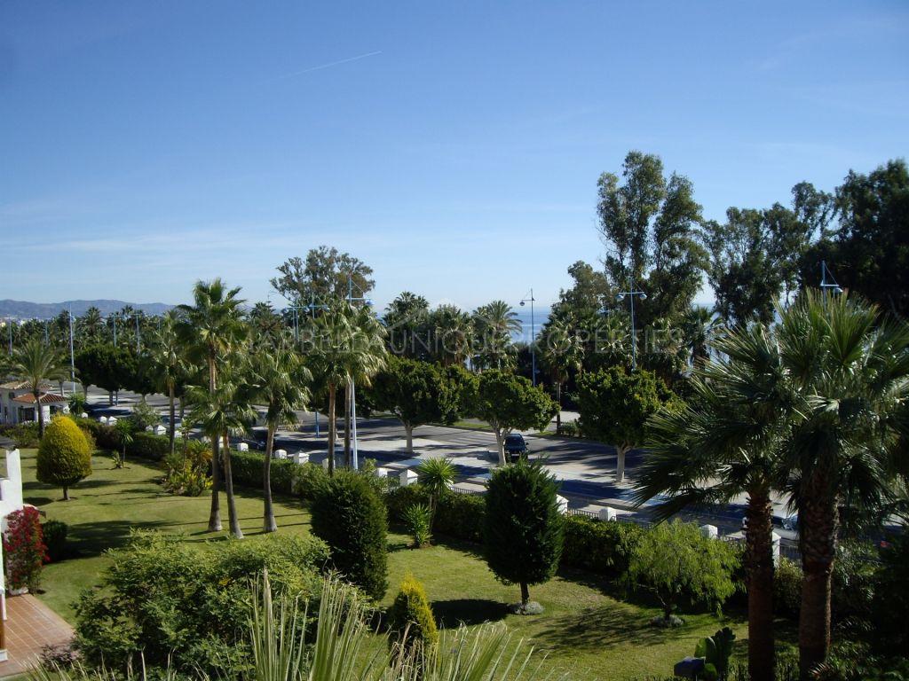 Beachfront duplex penthouse apartment in San Pedro de Alcantara