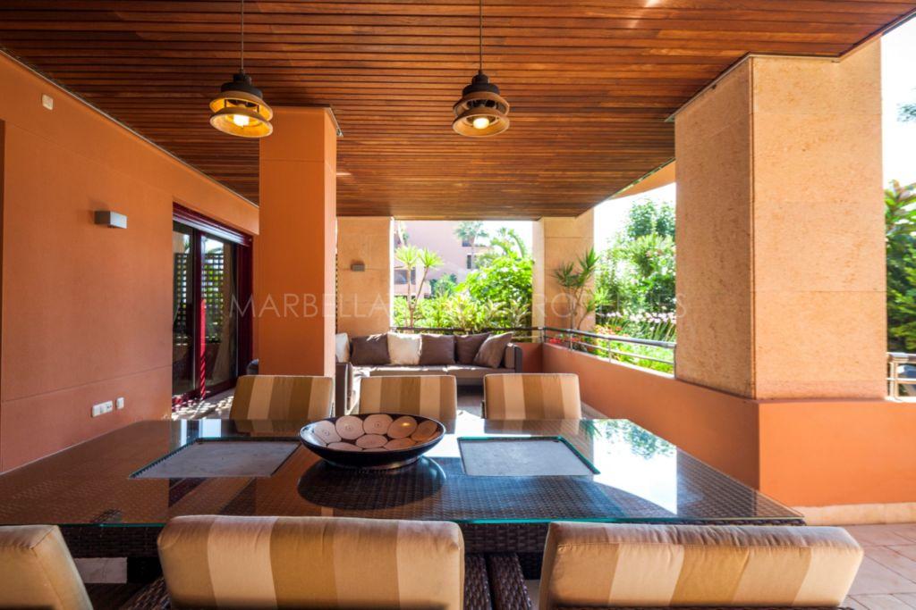 Frontline beach garden apartment in Malibu