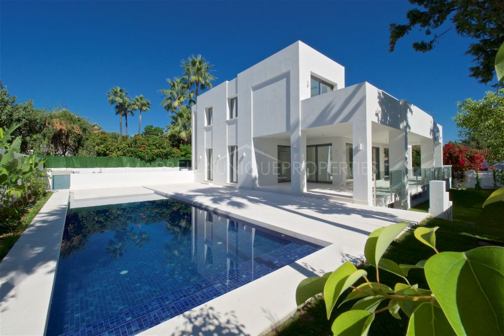 5 bedroom beachside villa in Cortijo Blanco