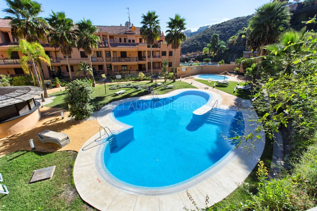 A stunning duplex penthouse with panoramic views in Calanova Golf, Mijas
