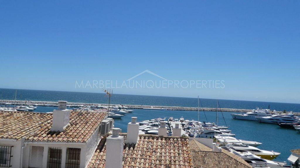Spacious marina frontline apartment in Puerto Banus