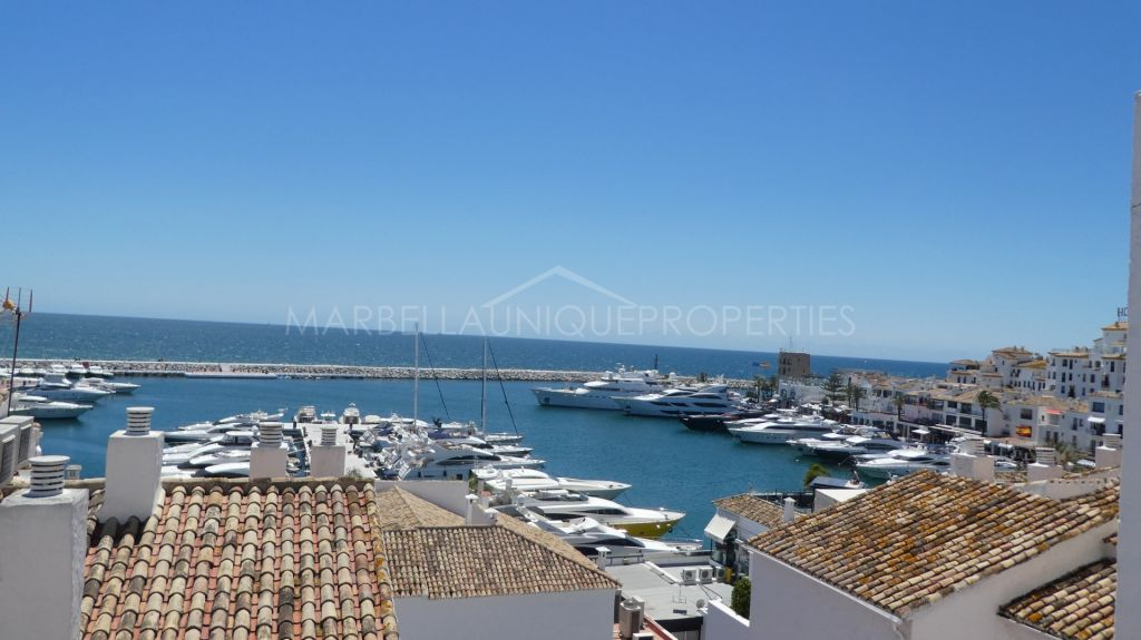 Spacious marina frontline apartment in Puerto Banus