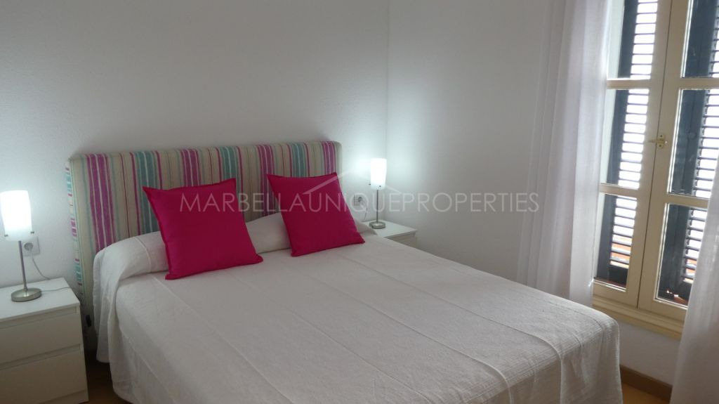 A charming 2 bedroom beachside apartment East of Marbella in Elviria