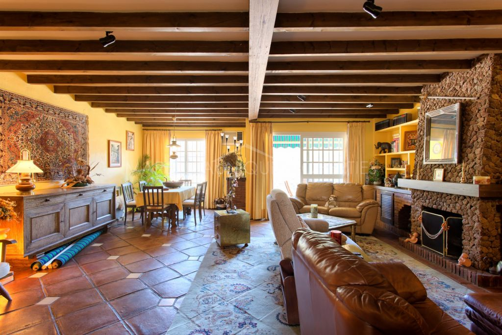 Charming rustic townhouse in Benahavis town