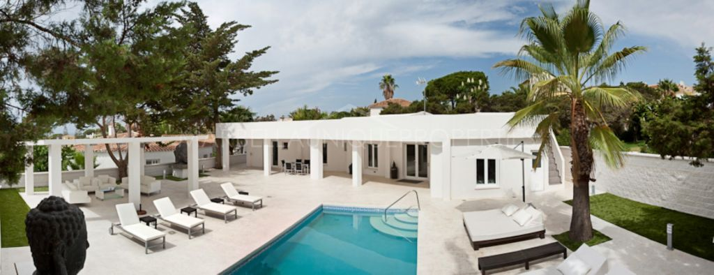 Stylish beachside villa in Marbesa