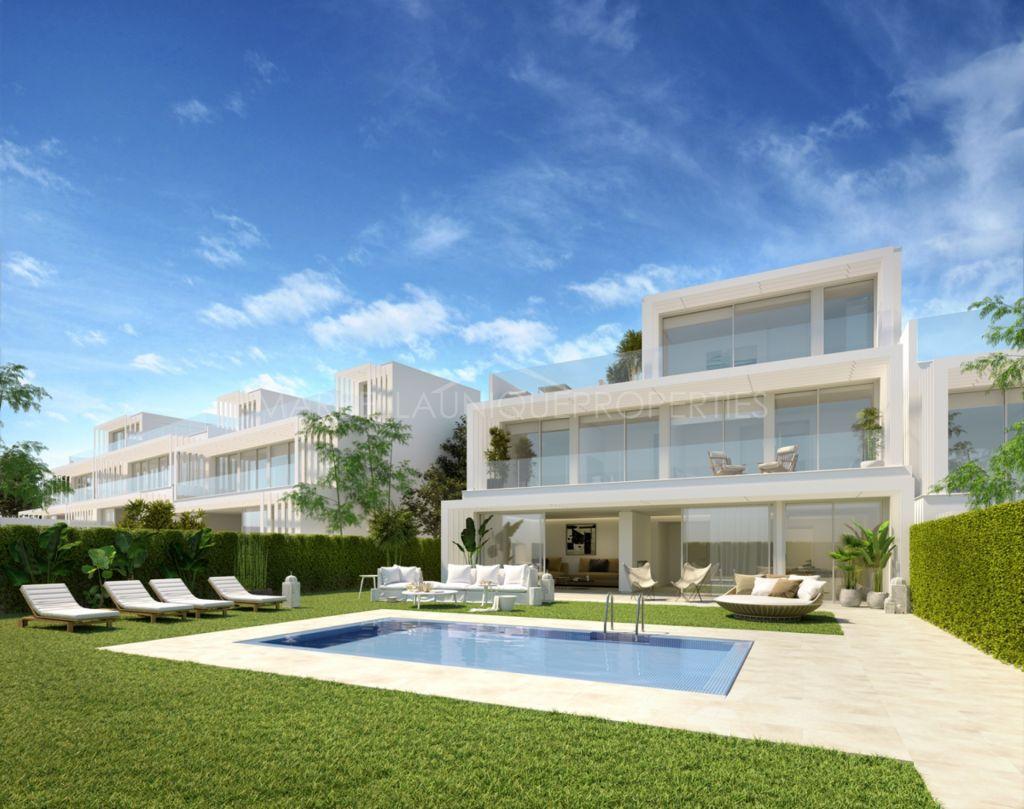 Semidetached villa with five bedrooms in Sotogrande