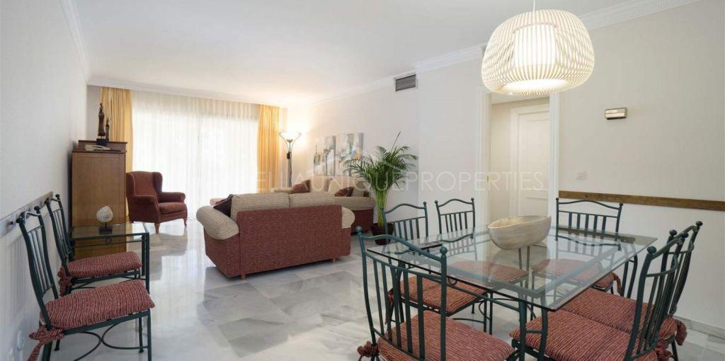 Bright three bedroom apartment in Jardines Del Puerto, Puerto Banus