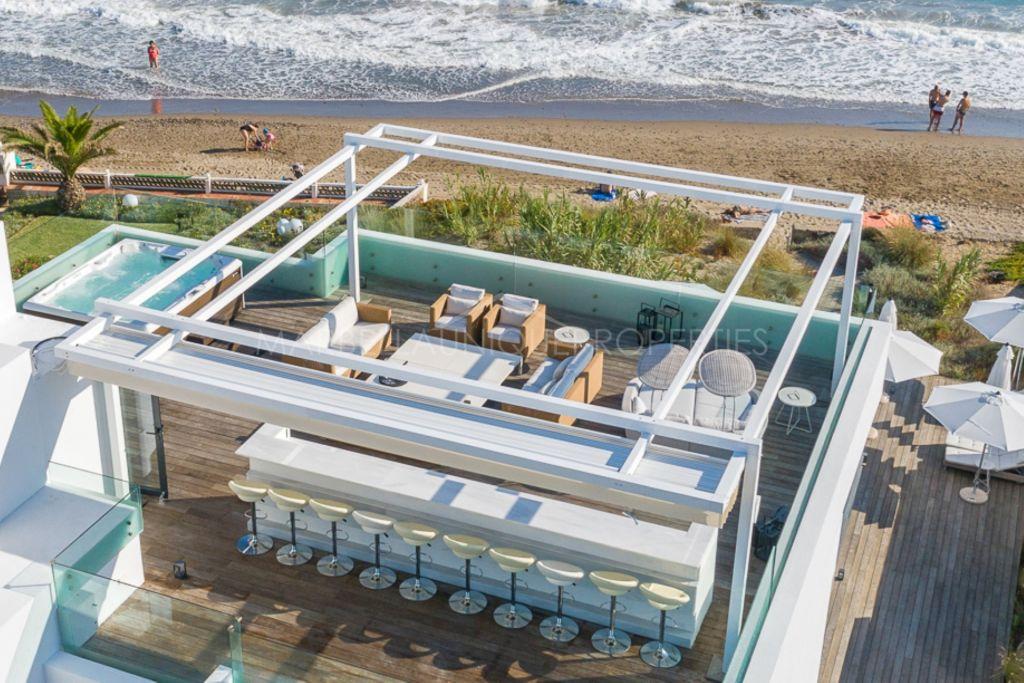 Espectacular propiedad en primera línea situada en la playa de Costa Bella