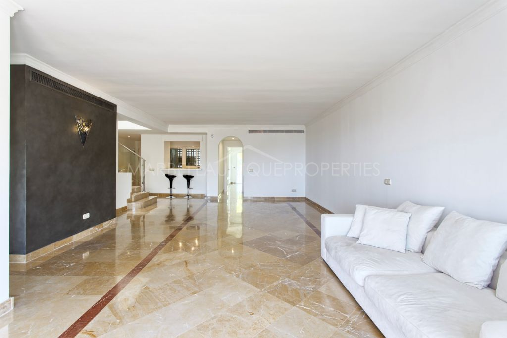 Duplex Penthouse for sale in Benahavis