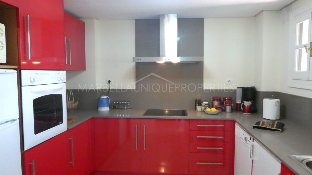 Recently renovated duplex penthouse near Puerto Banús and its beaches