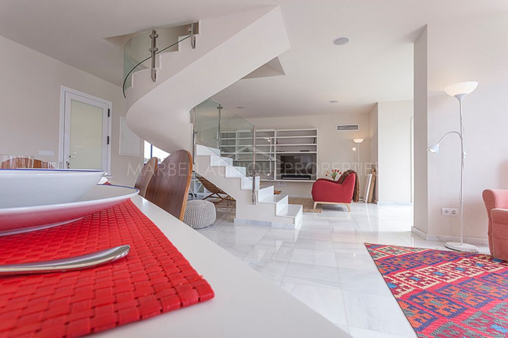 Stunning triplex penthouse with sea views in Marbella center