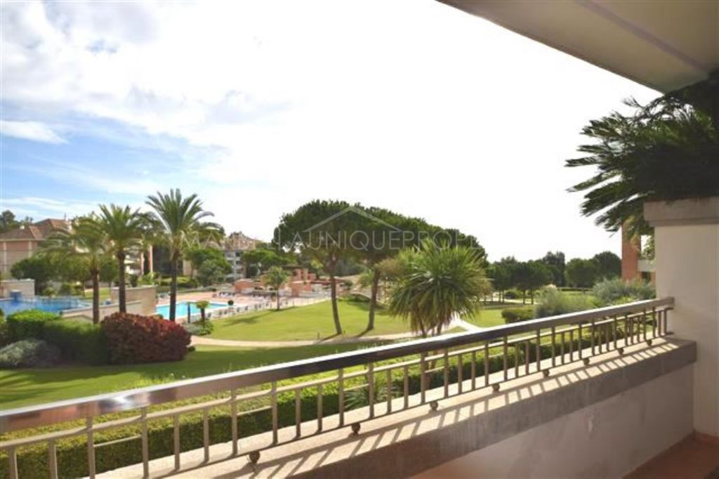 Perfect 2 bedroom apartment in La Trinidad with lovely sea views