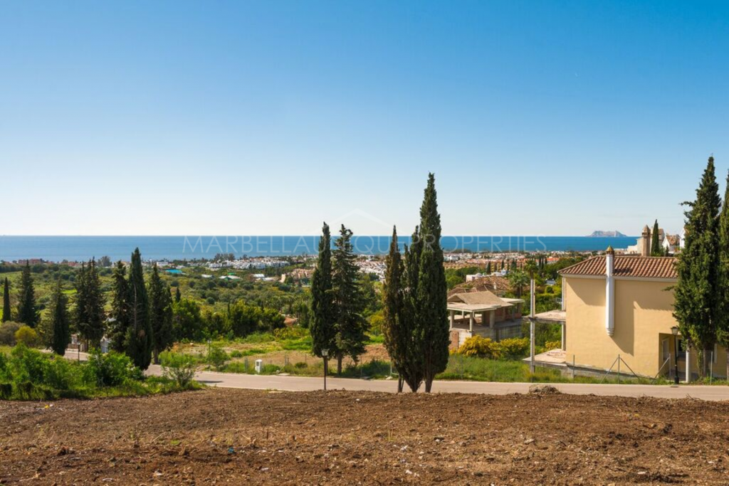 Great plot with sea views in El Paraíso Alto, Benahavís