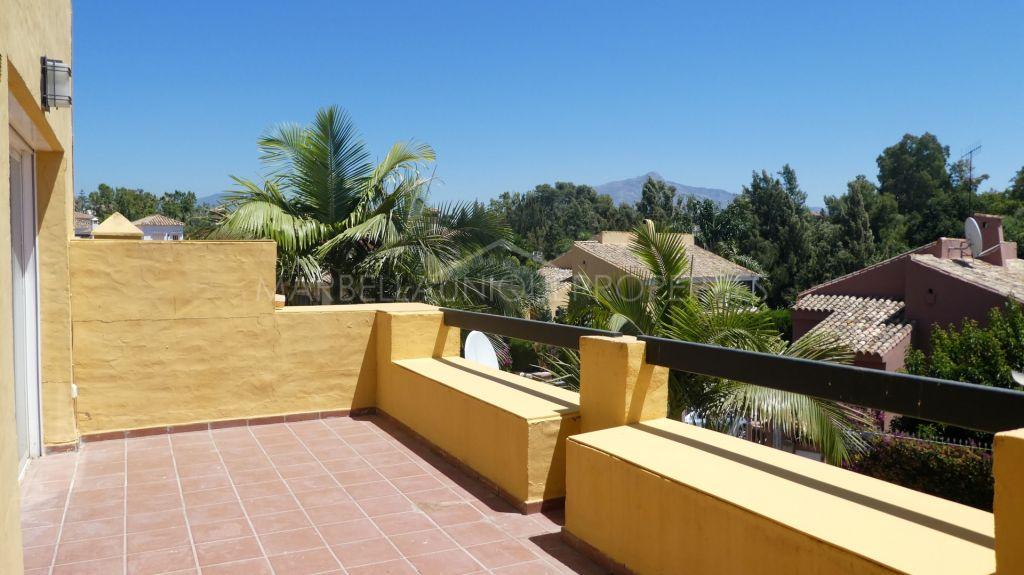 Stunning duplex penthouse in Guadalmina Alta