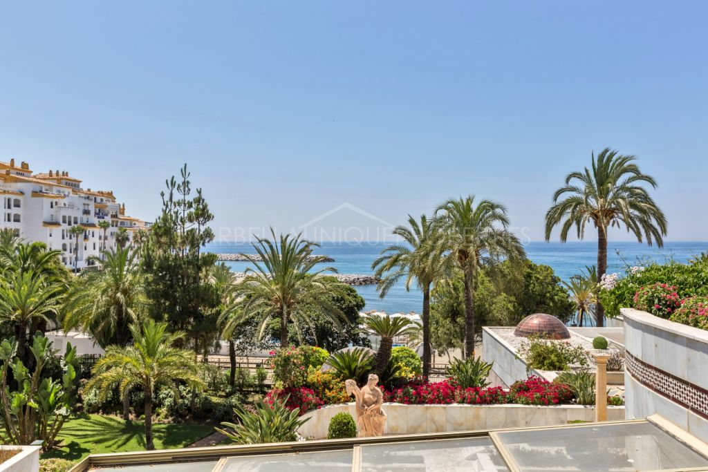 Spectacular sea front duplex apartment in gray d 39 albion - Gray d albion puerto banus ...