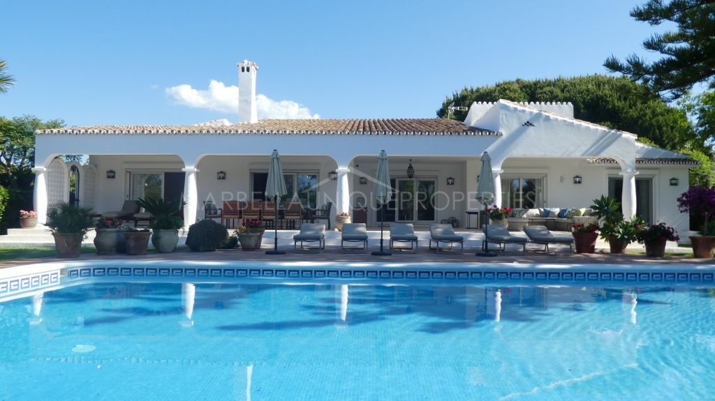 Mediterranean one floor villa recently refurbished in Atalaya Baja, Estepona