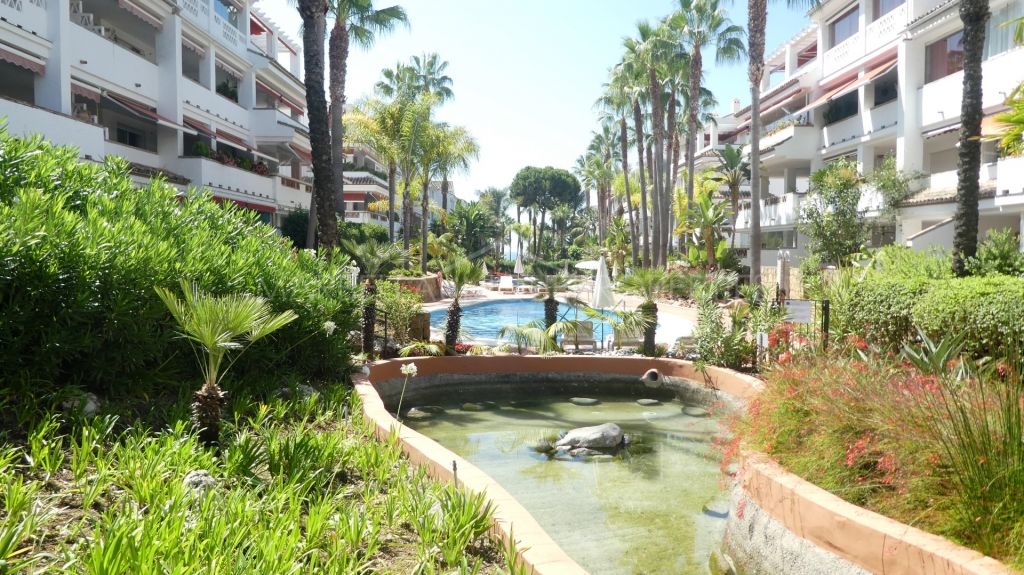 A lovely 3 bedroom apartment in Las Cañas beach, The Golden Mile