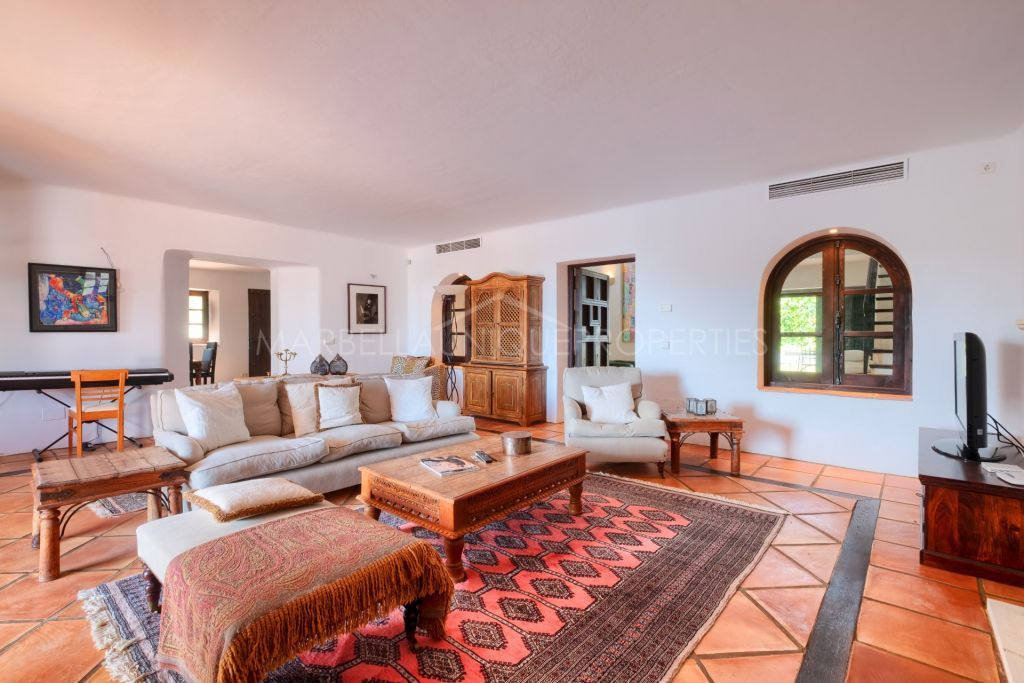 A luxurious country style villa in El Madroñal, Benahavís