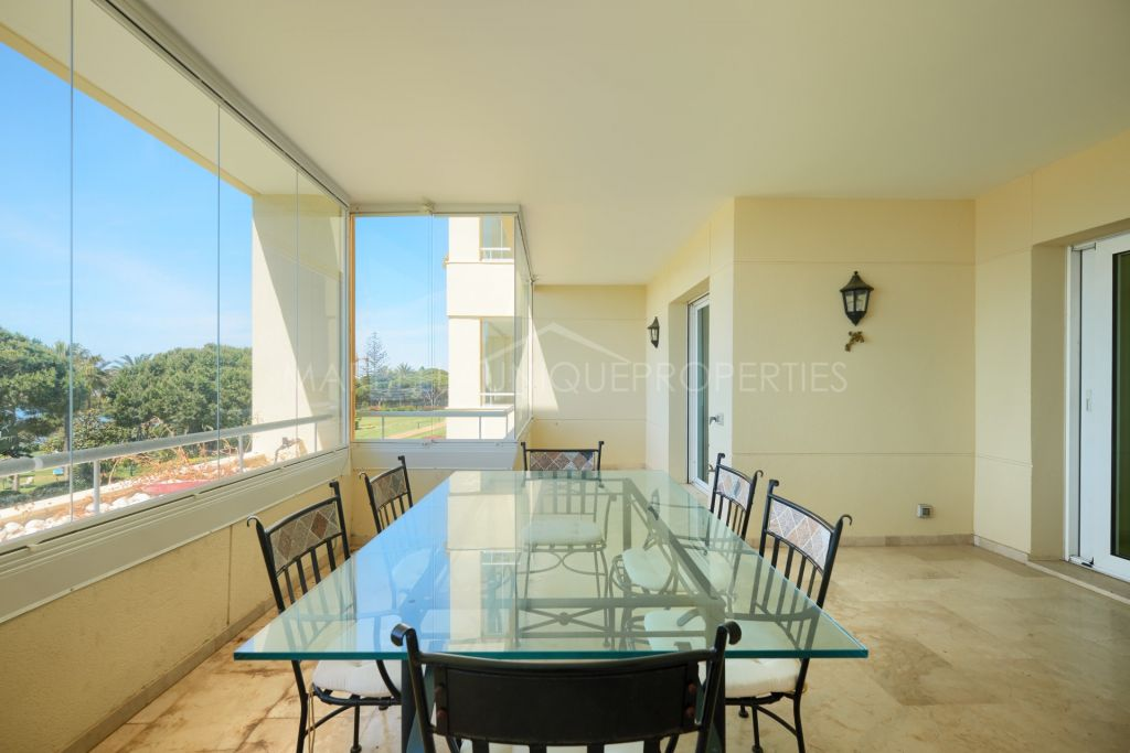 A frontline beach 2 bedroom apartment in Los Granados de Cabopino, Marbella Este