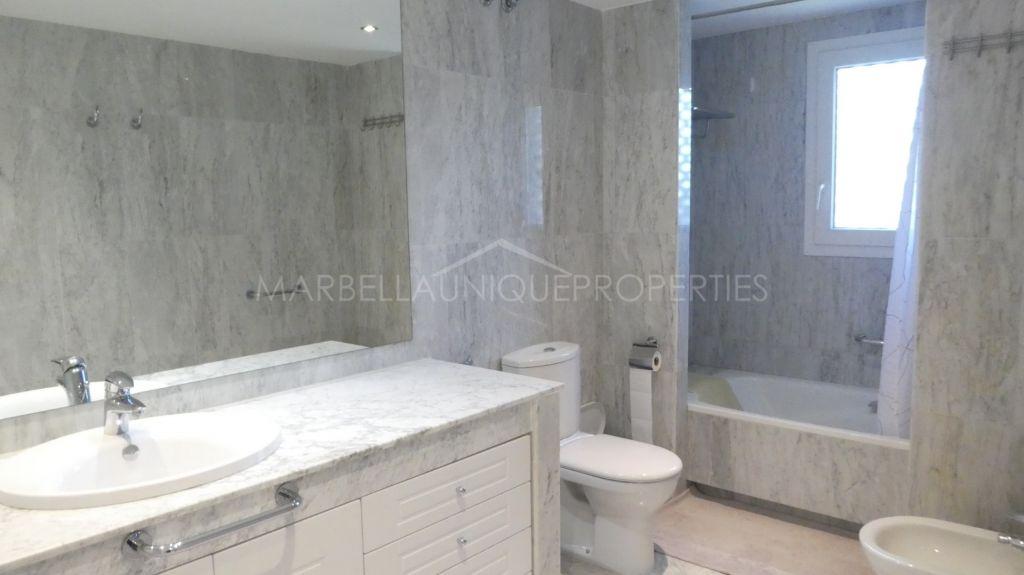 Contemporary 2 bedroom apartment in Las Gaviotas, Puerto Banus