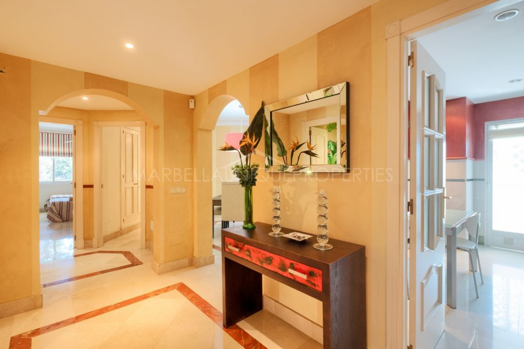 An exquisite 3 bedroom apartment in building Jardín del Mediterraneo, Marbella