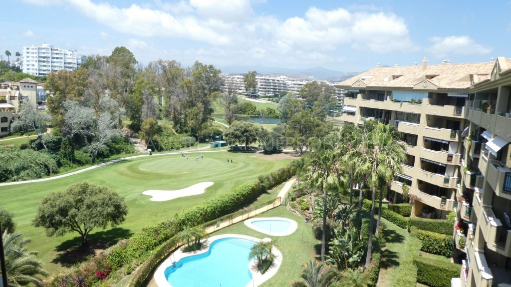 A frontline golf 3 bedroom duplex penthouse in Guadalcantara Golf, Guadalmina Alta