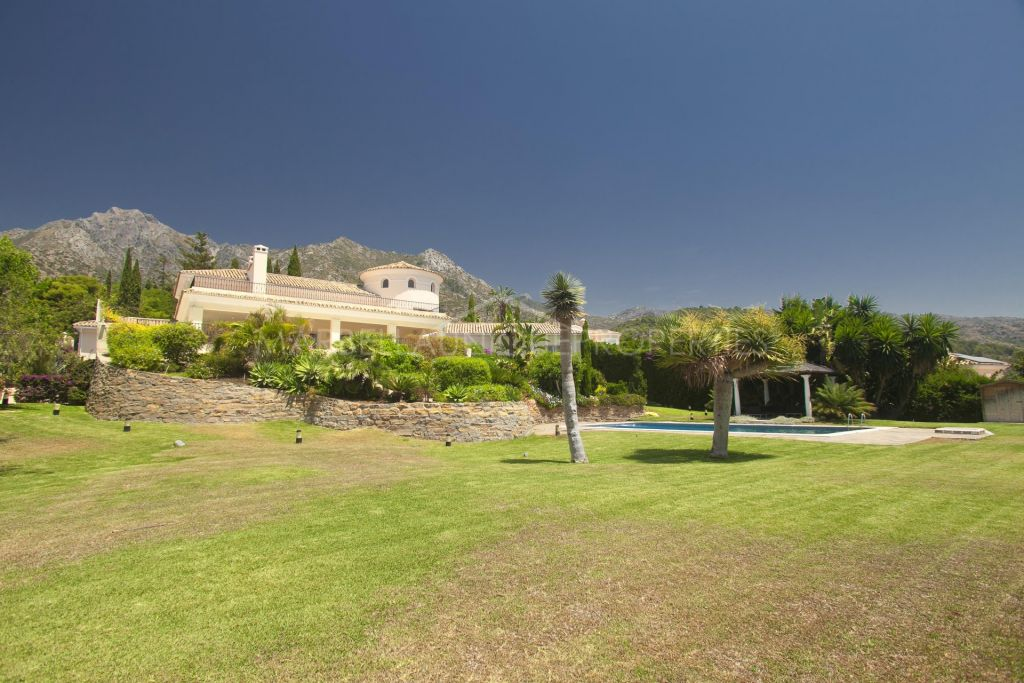 8 bedroom villa with spectacular views in Sierra Blanca