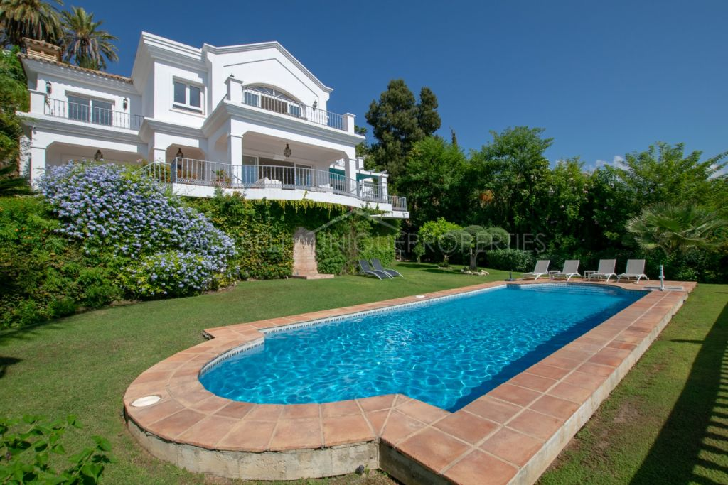 4 bedroom villa in El Herrojo Alto, Benahavis