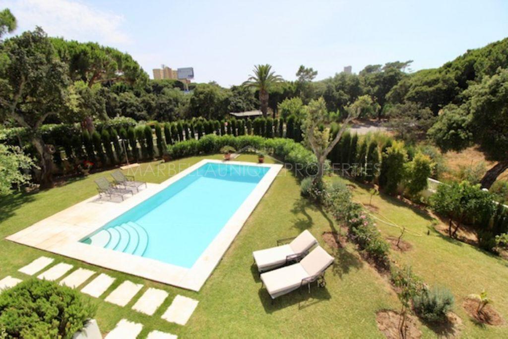 Splendid 4 bedroom family villa in Hacienda Las Chapas