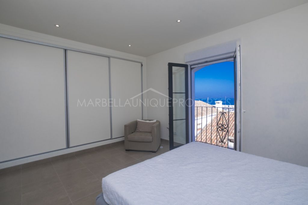 A fully refurbished Puerto Banus 2 bedroom apartment