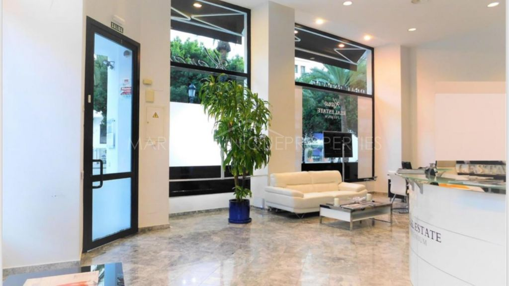 Corner commercial unit in Puerto Banus