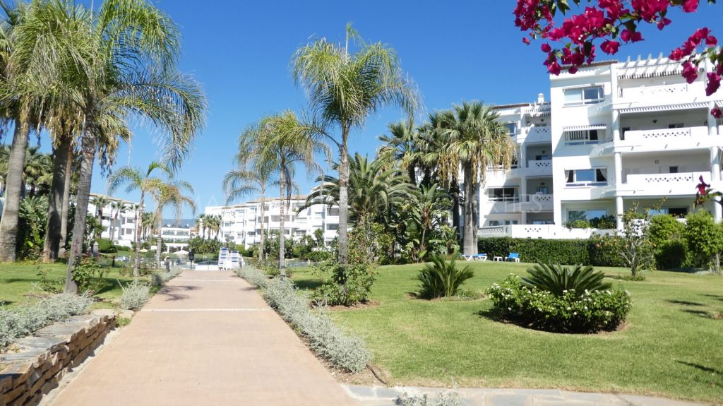 3 bedroom frontline beach apartment in Puerto Banus